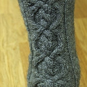 Strickanleitung Enclosed Cable Socks von Tanja Lüscher