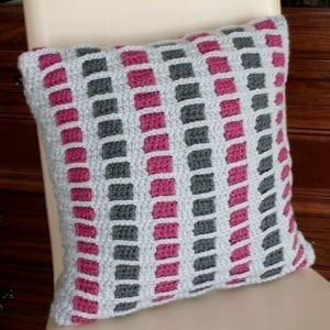 Häkelanleitung Woven Stripes Pillow von Mareike Meyer / The Yarn Adventurer