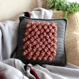 Häkelanleitung Big Ruffles Pillow von Mareike Meyer / The Yarn Adventurer