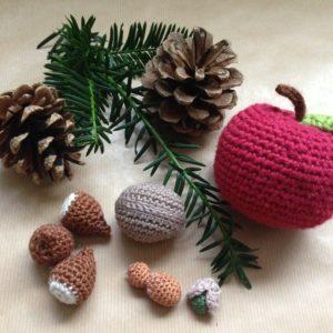 Häkelanleitung Weihnachtsnüsse von The KnitKnotShop