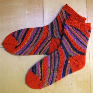 Strickanleitung Diagonale Streifen von Marianne Radeloff / Knitteltante